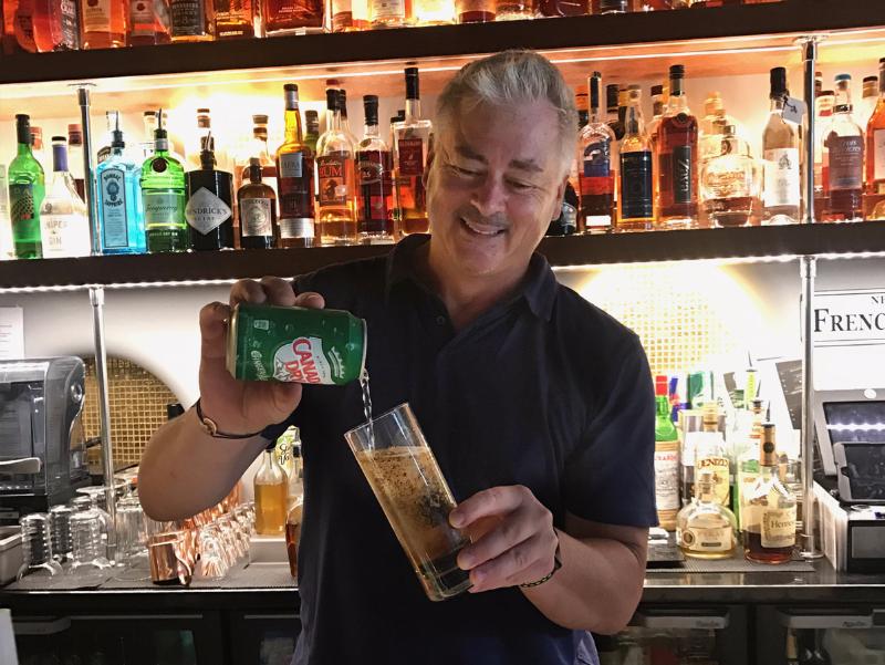 Cocktails at 25 Quarter