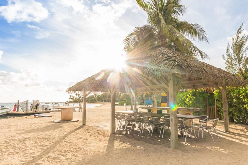 Cayman resto page