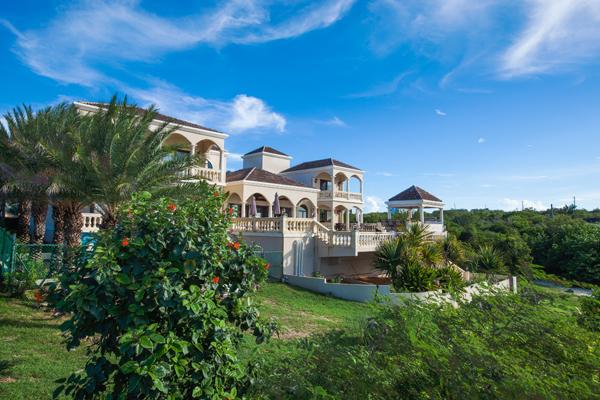 Villa AXA CAS, 3-4br, Little Bay